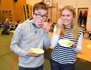 Ramus Åslin och Wilma Larsson är ordförande och sekreterare i Myrvikens skol-If. På torsdagen kunde de, tillsammans med resten av skolan, fira att Mötesplats Oviken blir av.