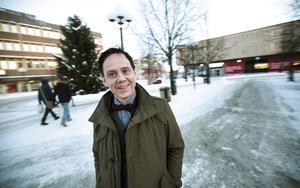 Mats Jonsson är en av Sveriges främsta serieskapare, här på besök i hemtrakterna i Kramfors.