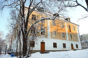 Hit skulle Hägglund ha flyttat. Gävle slott byggdes av Johan III under åren 1583-93, efter en brand 1726 byggdes det om i rokokostil.