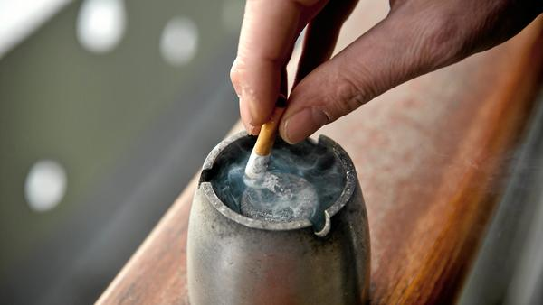 Patienter i Västmanlands landsting som ska opereras, måste vara rökfria under en tid.