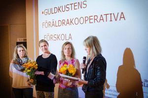 Pedagogerna Tina Hoversjö, Marie Stenberg, Boel Göransson och Agneta Atleström från Guldkustens föräldrakooperativ var på plats för att motta priset. Saknas på bild gör pedagogerna Anette Alfredsson och Therese Wolczynska.