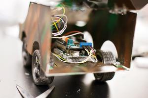 Uppdraget för alla är det samma: att bygga en programmerbar bil.