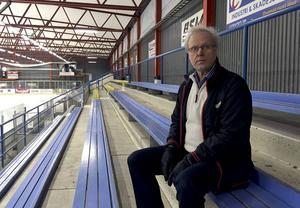 Sören Hortlund, ekonomiansvarig i Borlänge Hockey, konstaterar att det blir allt svårare att få föreningen att gå runt.