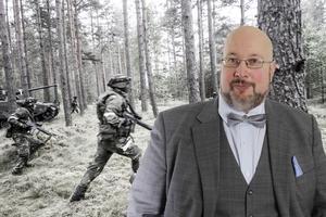 Montage, där bakgrundsbilden är ett foto från övningen våreld tagen av Magnus Hjalmarson Neideman/SvD/TT.