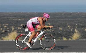 Emelie Danielsson under cykelmomentet. Foto: Iron Man Hawaii