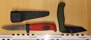 Knivarna som togs i beslag, som Pär Sjögren ska ha haft på allmän plats.