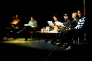 Inger Landerberg, Håkan Borgsten, Therese Zetterman och Marcus Källström gav de fem texterna liv i går kväll. Foto: Robert Henriksson
