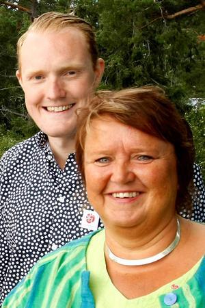 Niklas Daoson och AnnSofie Andersson från Socialdemokraternas valkampanj i somras. Arkivbild.