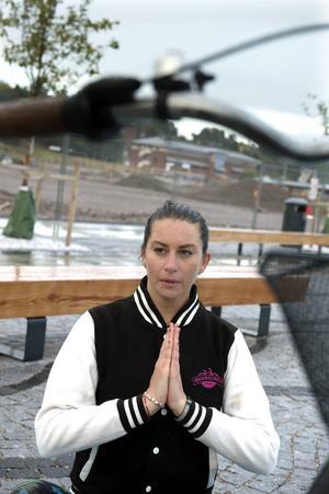 Yasmine Olofsson, projektanställd på Sundsvalls kommun för Hela Sundsvall cyklar