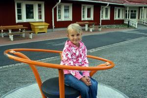Emilia Fors började skolan i den röda flygeln i Björkbackaskolan i Ånge igår.