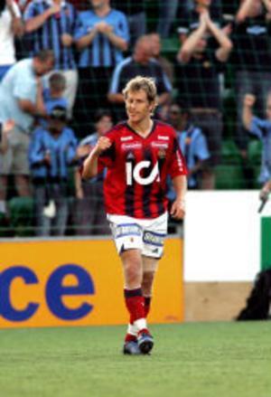 Med huvudet på skaft. Tobias Hyséns nick i slutsekunderna innebär 1 - 1 och räddad poäng för Djurgården.