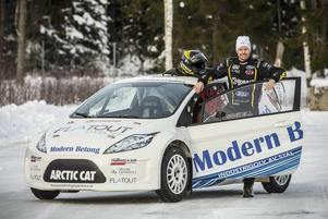 Patrik Sandell laddar för fullt på Östersunds motorstadion i Lungre inför helgens SM-tävlingar i Piteå.
