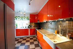 En del tänker 1950-tal andra har associerat till 1970-talet när de sett de bruna och orangea färgtonerna.