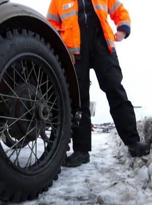 Dubbat bakhjul på sidovagnen till Henrik Åhströms ryska Ural.
