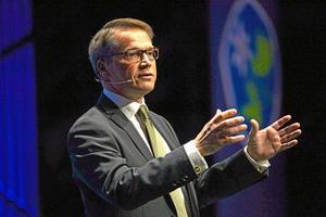 Göran Hägglund, KD:Han är lite blek men vinner på sin humor.