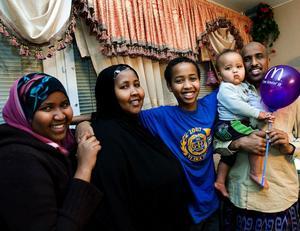 Efter sex års längtan och väntan är familjen äntligen tillsammans. Asho, mamma Raho, Ahmed, lille Ali och pappa Mohammed.