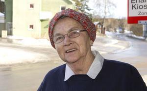 Ann-Mari Westlin, Enånger:– Jag har suttit framför tv:n sedan tidigt i morse. Nu ska det bli fira av. Jag ska bjuda grannfrun på prinsesstårta! Prinsessan ska heta Sofia, Ingrid, Margareta.