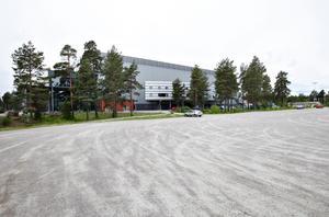 Brynäs släpper parkeringsplatser till kommunen, och kanske blir det en fotbollsarena också?