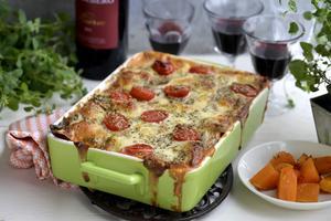 En vegetarisk lasagne passar alla. Den här innehåller bland annat svamp, pumpa och spenat.