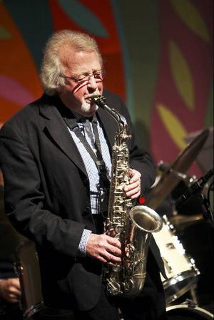 Lasse Hörnfeldts softa saxofonjazz passade den mogna publiken som handen i handsken.