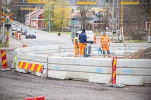 Snart är rondellen i korsningen Bergslagsvägen och Kyrkogatan klar. Under nästa vecka kommer asfalteringen börja.