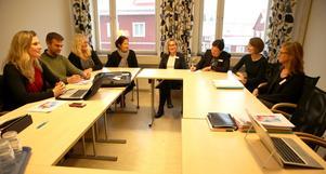 Från vänster Rose-Marie Bogg (C), ordförande för-och grundskolenämnden, Johan Morell (S), andre vice ordförande för- och grundskolenämnden, Gunilla Spjotgard (M), förste vice ordförande för och grundskolenämnden, Inga-Lena Spansk, skolchef Mora kommun, Lena Högback, enhetschef Skolinspektionen, Madelen Kling, utredare, Linda Wolf, utredare och Annica Emmervall, undervisningsråd, samtliga Skolinspektionen under mötet på torsdagen.