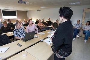 Monitors utbildare och projektledare som arbetar runt om i Sverige är på utbildarträff i Hudiksvall. Catharina Wiklund berättar nyheter.
