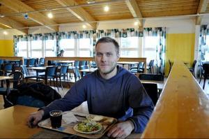 Gustav Backman, Hede– Nej, inte ofta. Det faller mig inte i smaken, oftast brukar jag välja dagens lunch, men i dag blir det hamburgare.