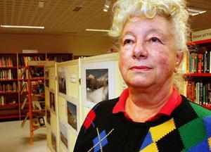 En del av utställningen visar fotografier som Margareta Nordlander presenterar i form av tallriksunderlägg.
