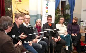 I DET LILLA. Lennart Sjögren (KD), Sven Bergström (C), Ziita Eriksson (M), Jörgen Blomqvist (S), Bodil Ceballos (MP) och Ulla Andersson (V) hade ett litet klimatmöte i lördags kväll.