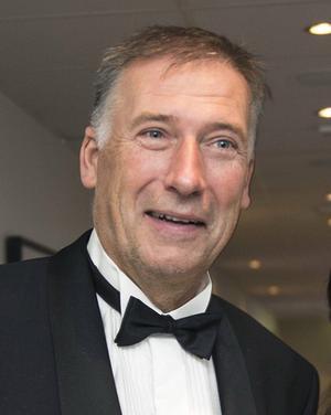Gunnar Holmgren, landshövding i Västernorrlands län, möter politikerna i Timrå.