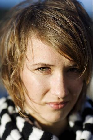 """Annika Norlin är en stor och stark förebild för Lovisa. """"Jag tror inte att jag hade vågat utan henne"""", säger hon."""