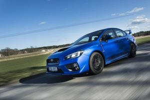 Full fart. Subaru WRX STI är lägre än föregångaren och ligger som klistrad mot vägen.    Foto: Pontus Lundahl/TT