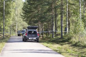 Den 8 september undersökte polisen en plats invid riksväg 70 i Högbo där en misshandlad kvinna hittades.