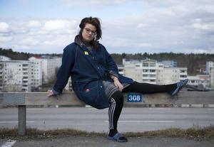 Kakan Hermansson är konstnär, programledare, dj, skribent och författare.