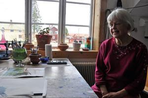 2000 flyttade Anna-Sofia Persdotter tillbaka till sitt barndomshem Lustiggården efter att ha bott i Umeå i flera år.