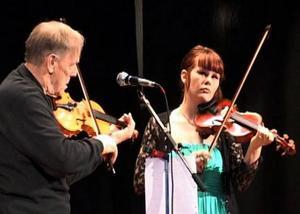 Ragnar Rundström och Emelia Dillner i en uppskattad fiolduett.