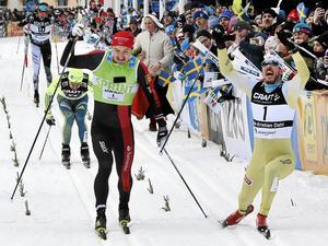 John Kristian Dahl från Norge (höger) vinner Vasaloppet 2017 strax före Andreas Nygaard, Norge. Ett exempel på tävlingsidrotten.