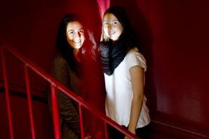 Linda Holmsten och Marion Ghaffarnejad trivs med ordningen och lagandan på skolan.