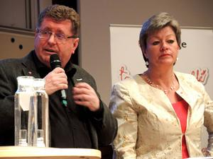 Kommunstyrelsens ordförande Jan Bohman (S) och arbetsmarknadsminister Ylva Johansson (S) vid måndagens debatt i Teknikdalen.