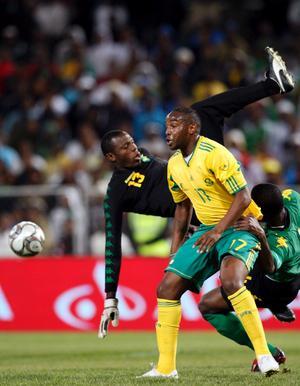 Här syns Syrianskas nye målvakt Dwayne Miller i aktion i en landskamp mot Sydafrika.