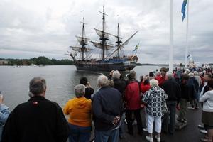 JULI. Den 58,5 meter långa, 11 meter breda och 47 meter höga fullriggaren Götheborg lockade många besökare. Omkring 4000 personer passade på att ta sig en närmare titt ombord. FOTO: Stefan Tkatjenko