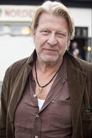Skådespelaren Rolf Lassgård är uppvuxen i Östersund och spenderade många av sin barndoms somrar i trakterna kring Kälarne. I går kom han tillbaka för att se sin film