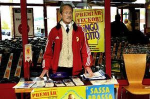 Ingmar Redenhus har sålt bingolotter för Sund IF i fem års tid. En numera ganska stillsam sysselsättning.