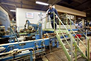Marcus Muhrén har jobbat 24 år i sågverket i Norrsundet, men har haft tur och fått jobb i Ljusne.