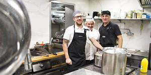 Bistro Odens ägare Andreas Müller tillsammans med Urs Aregger och Delshad Mustafa.