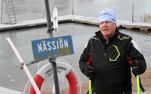 Ola Granath har bott kring Nässjön i hela sitt liv, och har väldigt god koll på både sjön och hur isarna uppför sig.