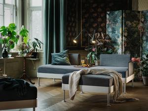 Efter mer entonade färger verkar det som att stora mönster kommer tillbaka till våra hem, i form av bland annat tapeter och textilier.Foto: Ikea
