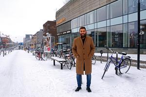 Ali Neghabat, 41 år, Örebro – Kontakterna med myndigheter kan bli bättre. Att det är rätt personer på rätt plats som kan sina saker. Jag är företagare och äger en butik, och är tolk vid sidan av. Jag är ofta i kontakt med olika slags myndigheter och det händer ganska ofta att man blir missnöjd som kund, så det blir klagomål och tjafs.