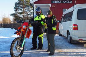 Lasse Sjöblom och Carola Sandberg, två frivilliga i sökandet efter den försvunna 18-åringen.